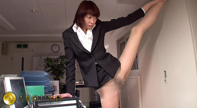 【エロ動画】180cmの熟女 1日小便小僧の画像