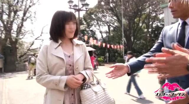 【エロ動画】追跡FUCK!! 続・人妻ナンパ246〜「さくら満開」上野、日暮里 土下座〜の画像