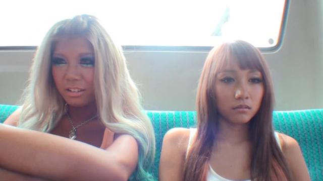 エロ動画、バス通学の色白女子校生を狙う黒ギャル・ペニバン・イカセレズの表紙画像