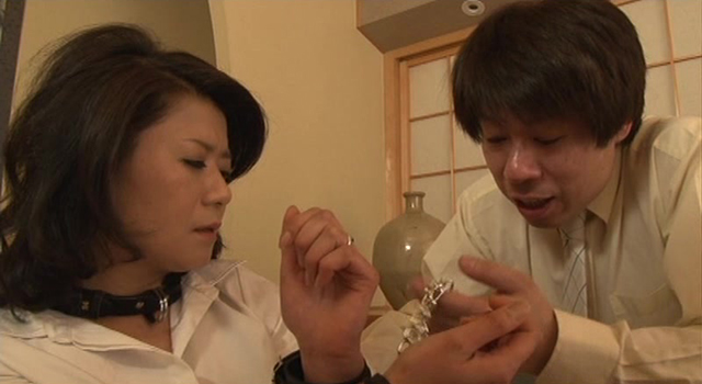 エロ動画、拉致監禁された四十路妻 東城佳苗の表紙画像