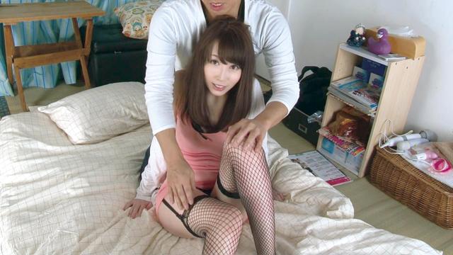 クリーニング屋でパートを始めた人妻(33)。性的アイドルとしてご近所つき合いを楽しむ毎日