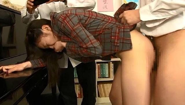 純粋で真面目な新任女教師は年増先生の罠に掛かり次から次へと犯され続け全裸授業の果てにその快楽に目覚めてしまう