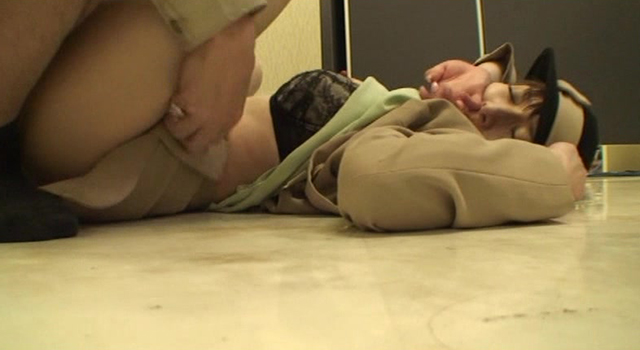 従業員によるわいせつ強姦映像集 8時間