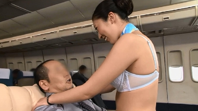 「制服・下着・全裸」でおもてなし またがりオマ〇コ航空2