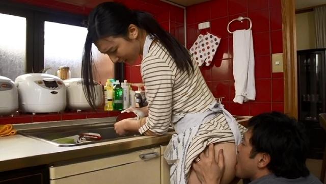 一妻十夫制 朝・昼・晩 毎日家事をしながらのセックスで大忙し