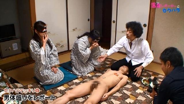 バスタオル一枚の美人温泉レポーターに撮影中セクハラしまくってハメ!