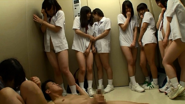 想像してみてください、あなたは教師。10人の純真無垢な●学生と突然エレベーターに閉じ込められたら…。あなたが生きている内にやり遂げたかった10のタブー2
