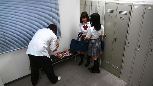 放課後部室でエロ本屋をオープンしたら、女子○生がたくさんやってきてエロ本の見よう見まねで中出しセックス!!