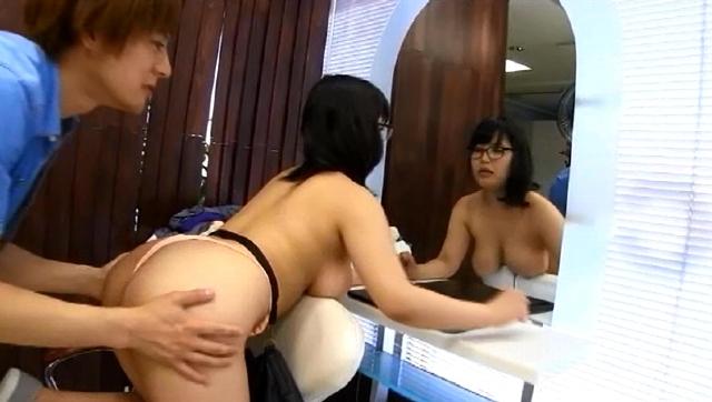 爆乳美容師ちちこちゃん3 Hカップ100cm 可愛まゆ