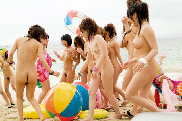 ヌーディストビーチに痴女GALが大集合!! 美女・美少女限定 25人