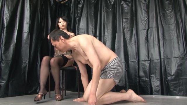 M男を人間便器にして楽しむゲロスカ女子倶楽部 会員ナンバー1番 瀬戸友里亜