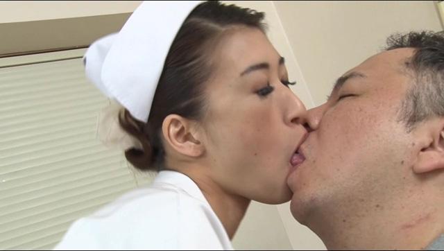 入院中毎日お見舞いに来る彼女に嫉妬した美人ナースに10日間連続でヌキまくられた!!