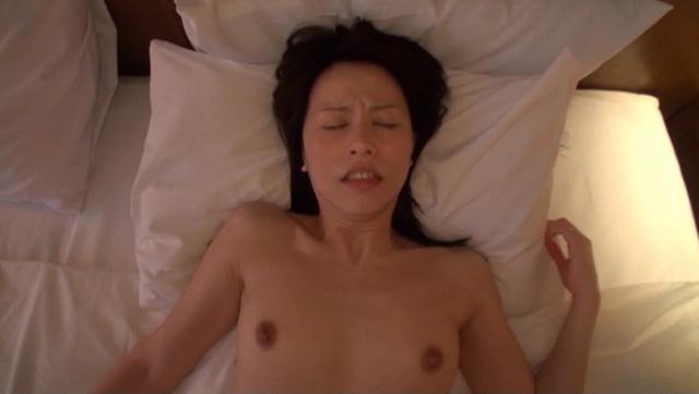 美しく透き通るような白い肌で淫靡な肢体の人妻  井上 綾子 44歳 AV Debut 結婚20年目の行動…待ち焦がれた他人棒で自ら腰振る欲情SEX