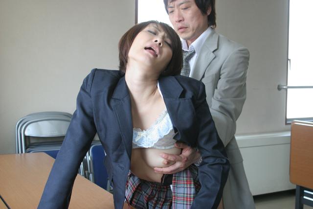 やらせる女教師 堀口奈津美