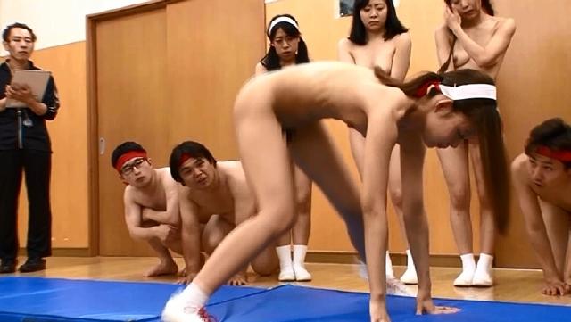 羞恥! 青少年男女混合全裸体力測定