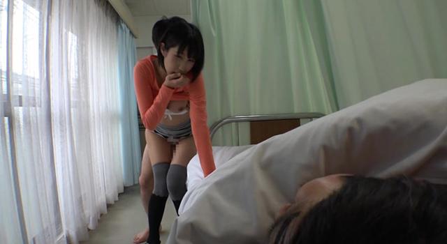 彼氏の見舞いに来た女の無防備パンチラに隣のベッドで下半身だけ元気になってしまった僕。カーテン越しに痴漢したら女もその気になって、彼氏の寝てる横で僕の上にまたがってきた!