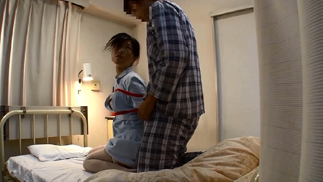 「久しぶりに若くて硬い勃起角度150度チ○ポを見た看護師が『本当はヤりたい…』欲情を我慢している(顔/背中/脇)の汗だく反応を見逃すな!」VOL.2
