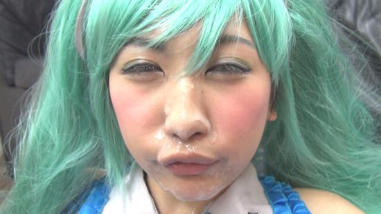 長身電脳少女YUNAちゃん、フェラチオ一撃顔射でドロドロフェイス