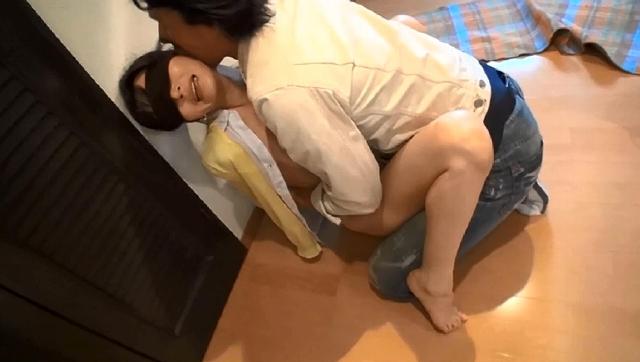 洋服を脱ぎ捨て裸体を晒し再び脚光を浴びたい人妻朝倉・アヴィゲイル・日菜子 42歳 第2章