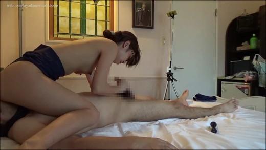 【M男コスプレ】スクール水着の美女に顔面騎乗・手コキでイかされる&へばりつきカメラでシャワー