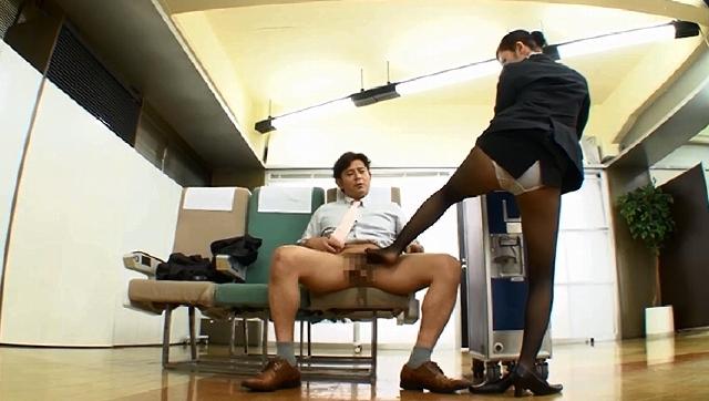 品格のあるキャビンアテンダントの美脚ガニ股研修2 お客様のためにどんなときでも笑顔でパンスト脚を大胆に開くCAたちの鬼研修に完全密着