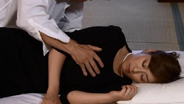 エロ動画、巨チン 3連続挿入 中出し プランでご案内 「アソコがうずいてしょうがない…」欲求不満な未亡人を必ずイカせる性交保険の表紙画像