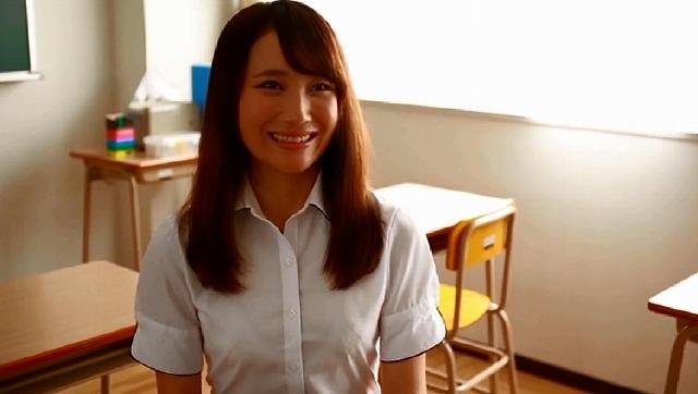 """卒業から半年ぶりに再会した童貞教え子クンに女教師が恥じらい告白! """"またがり騎乗位"""