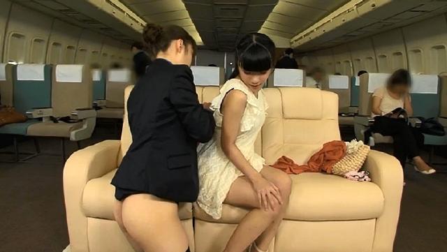 「制服・下着・全裸」でおもてなし またがりオマ〇コ航空 3