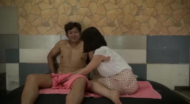 東京23区内の人気オナクラで実証!2人っきりのプレイルームで徐々に子宮が火照り出す催淫ハーブを焚いたら、みるみる充血する敏感オマ○コ…