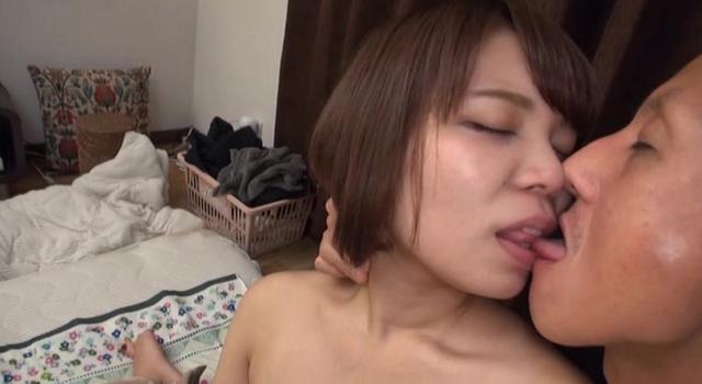 本物素人 岡山県在住の恥ずかしがり屋の大学生を自宅でAV撮影 かのん22歳