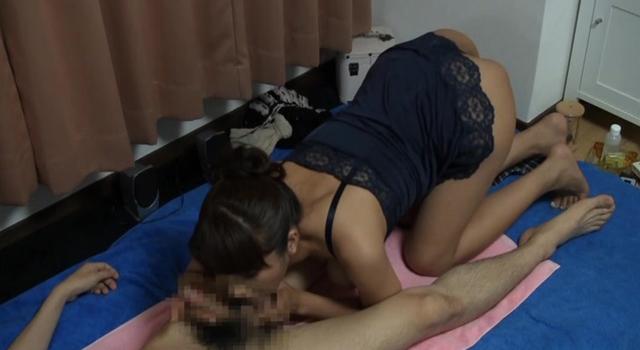 都内某所にある人妻売春アパート 個人営業で本番までする非合法過激サービスに密着!