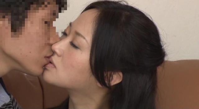 「10分おきにキスしてください」赤の他人同士が何度もキスを重ねると火がついて初対面SEXするのか?