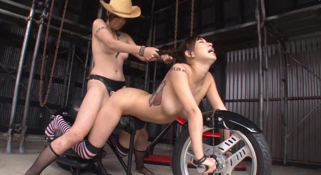 衝撃!全裸人間バイク変態レズカップル HANA&MARIA