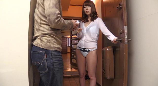 エロ動画、お隣さんから風でとばされてきたパンティを届けたら無防備な姿の美しすぎる人妻が出てきて… 波多野結衣の表紙画像