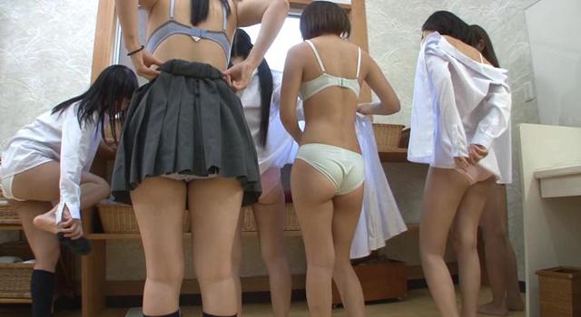 【エロ動画】修学旅行で女湯を覗いたらバレた!修学旅行先の露天風呂で待望の覗きを決行した僕たち。いつもは制服しか見れないクラスメイトの裸に大興奮!しかし、覗きがバレて…|かわいいは正義である