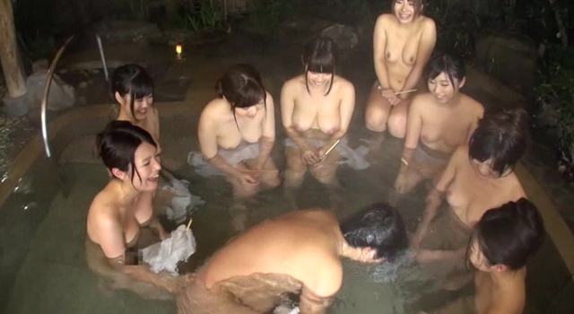 【エロ動画】女子社員ばかりの混浴露天風呂で男は僕1人だけの王様ゲーム!|このあと無茶苦茶オナニーした。