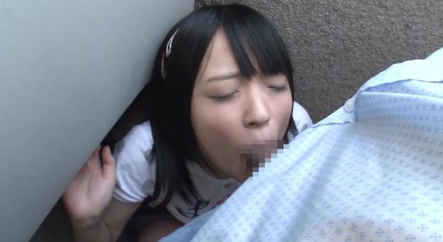 【エロ動画】同じマンションに住む小さい女の子に媚薬を塗り込んだチ○ポで即イラマ。結果、ねば〜っと糸引くえずき汁まみれのイキ顔で淫乱化。3のエロ画像1枚目