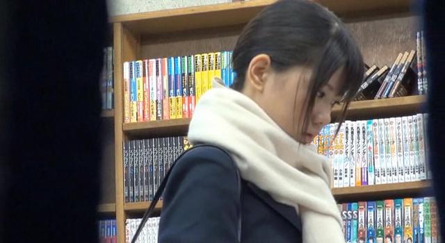 【エロ動画】本屋に参考書を買いに来た真面目でおとなしそうな女子校生に媚薬をたっぷり塗ったチ○ポで即ハメしたらアヘ顔で痙攣するほど感じてイキまくった|かわいいは正義である