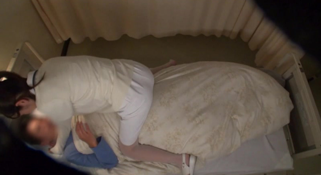 患者に恋した美人看護師が退院前夜二人っきりの病室で突然の告白!入院中のオナ禁チ○ポにまたがり、大量精液を搾り取る卑猥な騎乗位で初性交