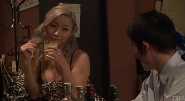【エロ動画】街に出没するペニクリ汁ダダ漏れニューハーフ!|このあと無茶苦茶オナニーした。