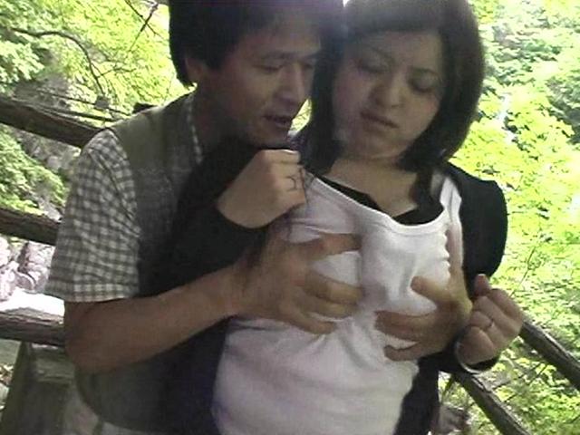 欲求不満な巨乳人妻たちの不倫旅行物語