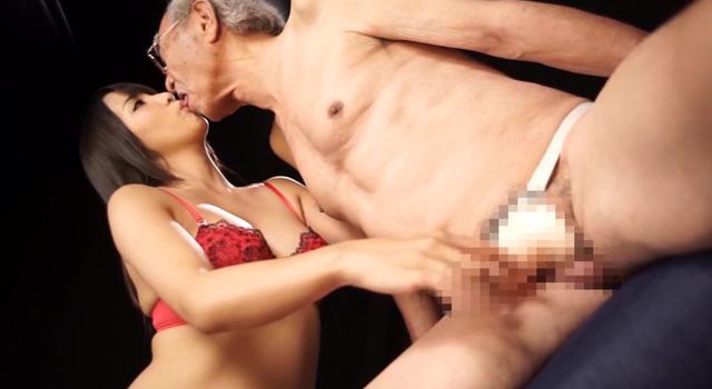 SOD女子社員 阿部美希がカラダを張ってペニバンプレイを習得!〜AV女優・友田彩也香との猛特訓で、最後は身に付けたペニバンでクリトリスと同じくらいのオーガズムを味わえるカラダになっちゃいました!〜