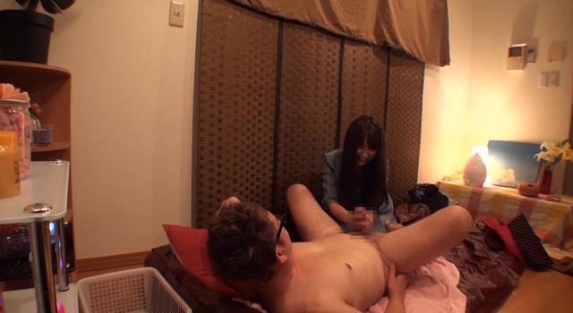 東京23区内の人気オナクラで実証!2人っきりのプレイルームで徐々に子宮が火照り出す催淫ハーブを焚いたら、みるみる充血する敏感オマ○コ!「本番NG」「脱ぎもNG」「キスもNG」だけど可愛さでNo.1のプレミアム嬢と…