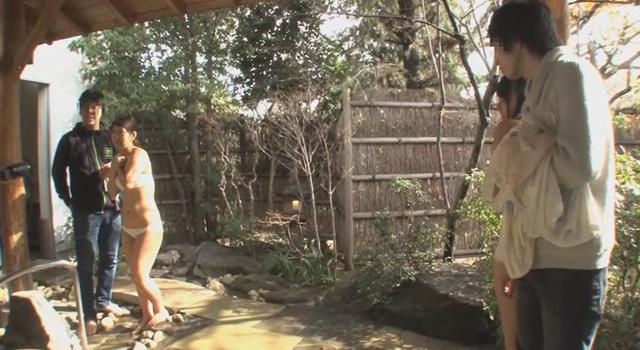 【エロ動画】巨乳女子大生限定!!箱根でデート中の素人カップル対抗 勝ったら賞金100万円!負けたら連続生中出し!混浴温泉中出し野球拳 彼氏の目の前で一般男性客たちと生まれて初めての生挿入SEX!中出し合計16発|這いよれ!スリラー女子さん-エロ動画-