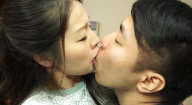 色っぽくて気の強い兄嫁をその気にさせる! 唾液まみれ濃厚接吻SEX