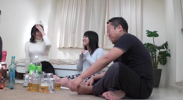 お電話を頂ければ、あなたの自宅で巨乳女子大生が「宅飲みコンパニオン」としてお酌をしてくれます!お触り禁止のルールだけどノリノリの彼女たちは酔っぱらうとおっぱい…