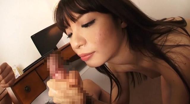 エロ動画、ゆっくり過ぎる手コキ〜超低速でさわさわ、女の白く美しい手指が陰茎を這う〜の表紙画像