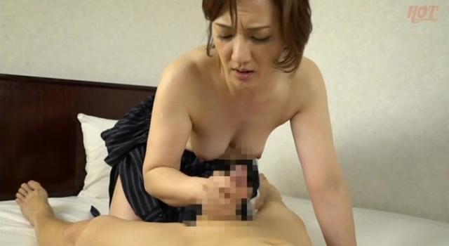 熟女が恥らうセンズリ鑑賞12