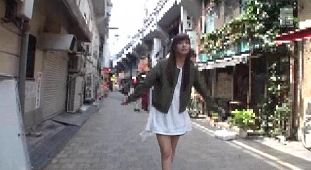 【エロ動画】ガチ露出調教中 紺野ひかるのエロ画像1枚目