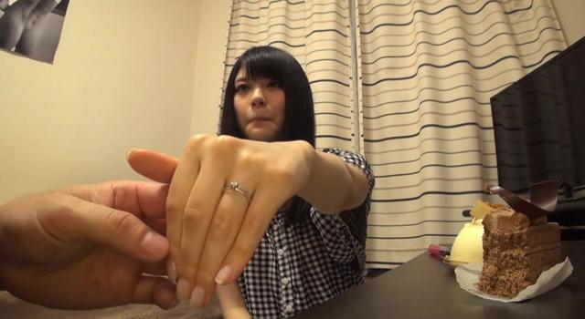 【エロ動画】ゆま 23歳 人妻のエロ画像1枚目